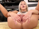 Peculiar czech sweetie gapes her narrow cunt to the special5
