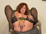 Florida milf Chery strips and plays