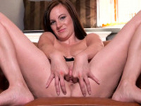 Sexy czech nympho stretches her spread cunt to the bi44ERn