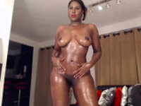 Amateur fat booty and busty ebony camgirl posing on webcam