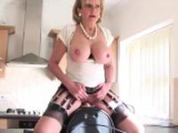 Cheating english milf lady sonia showcases her oversi69tvW