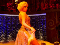 Bruna Linzmeyer dancando pelada na novela Gabriela Globo