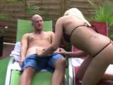 Geile Blonde auf der Terasse vom Swingerclub gefickt