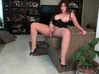 American milfs Jewels and Lauren give their pussy a workout