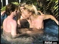 Lucky dude pounds two hotties in a pool