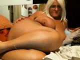 SEXY AMATEUR BBW GRANNY SHOWS OFF