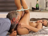 Wait daddy and old guy gets handjob first time Surprise