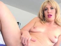 Stevie Lix amateur pornstar hunter milf