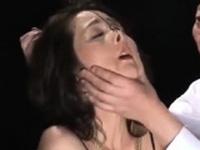 Pee fetish hottie toys her pussy