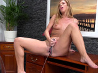Blonde babe loves piss playing