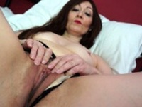 British hot housewife fingering herself