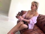 Cheating uk milf lady sonia flaunts her gigantic boob09QkG