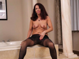 Canadian milf Bianca cant resist her wanton pussy