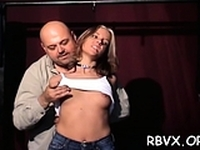 Tempting girlie is gently use vibrator in her cuchy