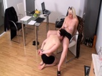 Bizarrlady Jessica order slaves to lick her pussy