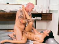 Sexy masseuse jerks cock