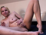 Hot camgirl pleasures her cunt in various positions