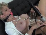 Unfaithful uk milf lady sonia showcases her heavy puppies03T